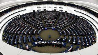 Strasbourg, 2018. december 11. Képviselõk az ülésteremben a Európai Parlament (EP) strasbourgi plenáris ülésén 2018. december 11-én. Az EP ezen a napon megszavazta a migránsok legális uniós beutazási kereteit rögzítõ, humanitárius vízum bevezetését kezdeményezõ jelentést. MTI/EPA/Patrick Seeger