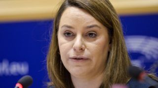 Brüsszel, 2017. december 7. Az Európai Parlament (EP) által közreadott kép Pardavi Márta jogászról, a Magyar Helsinki Bizottság társelnökérõl az EP belügyi, állampolgári jogi és igazságügyi szakbizottságának (LIBE) a jogállamiság magyarországi helyzetérõl tartott meghallgatásán Brüsszelben 2017. december 7-én. (MTI/Európai Parlament/Dominique Hommel)
