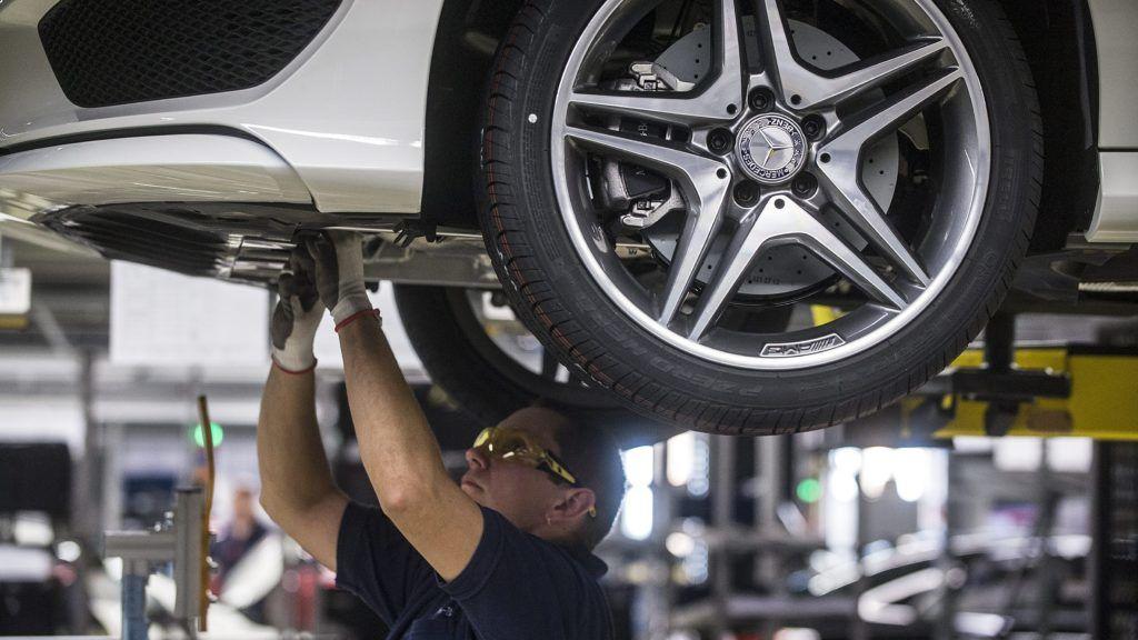 Kecskemét, 2015. január 20. Gyártósor a Mercedes-Benz kecskeméti gyárában, ahol bemutatták az elsõ hazai gyártású CLA Shooting Brake modellt 2015. január 20-án. MTI Fotó: Ujvári Sándor