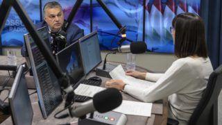 Budapest, 2018. december 7. Orbán Viktor miniszterelnök interjút ad a Jó reggelt, Magyarország! címû mûsorban a Kossuth Rádió stúdiójában 2018. december 7-én. MTI/Szigetváry Zsolt