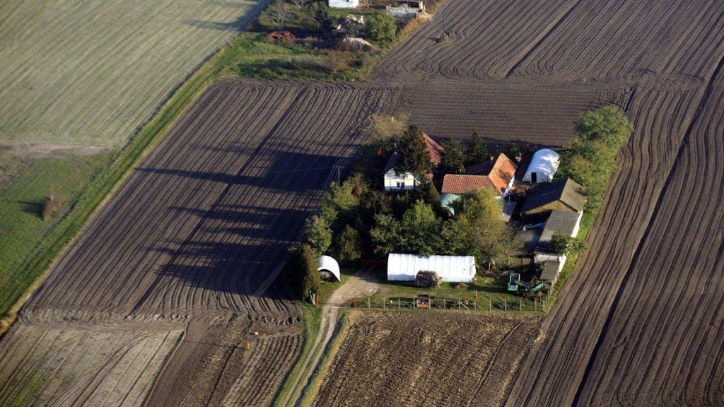 Röszke, 2015. november 4. Légi felvétel két tanyáról Röszke külterületén 2015. november 3-án. MTI Fotó: Kelemen Zoltán Gergely