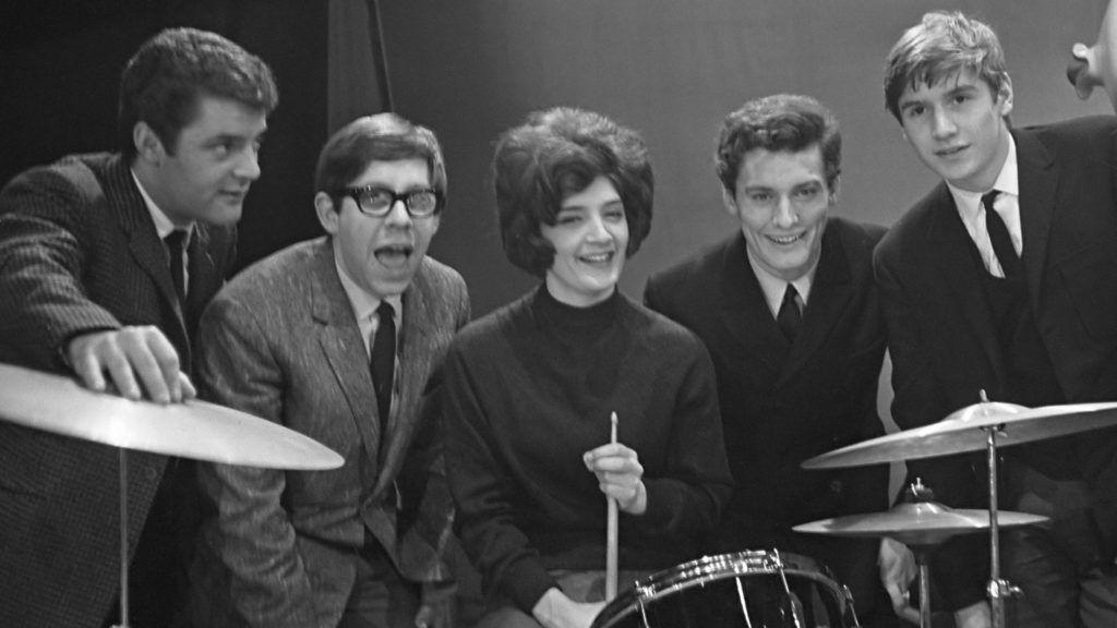 The Honey Combs (beatgroep) in Holland, tijdens repetiti in Grote Schouwburg Zuid te Rotterdam.*10 december 1964