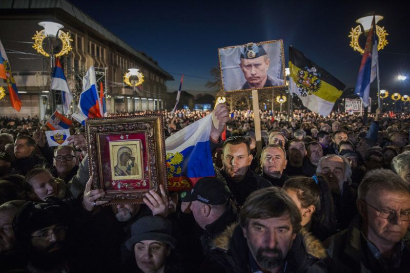 """Supporters of Serbian President and Russian President Vladimir Putin wait for their arrival in front of Belgrade's Saint Sava Church on January 17, 2019. - Russian President Vladimir Putin on January 17, 2019 called for stability in the Balkans during a pageantry-filled visit to Serbia, a key Moscow ally in a tense region on Europe's edge. Although Serbia and all of its neighbours aspire to join the European Union, Belgrade has nurtured close ties with Russia, its historical """"Orthodox big brother"""" whose people also share Slavic origins. (Photo by VLADIMIR ZIVOJINOVIC / AFP)"""