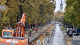 Hódmezővásárhely, 2018. október 25.A villamosvágány helye a hódmezővásárhelyi Ady Endre utcában a Szeged-Hódmezővásárhely között épülő vasútvillamos (tram-train) vonalon 2018. október 25-én.MTI/Máthé Zoltán