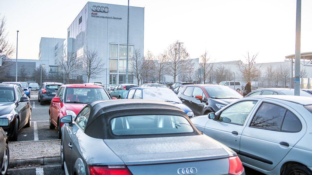 Image: 73860145, Az Audi Hung·ria F¸ggetlen Szakszervezet bÈrt·rgyalÛ deleg·ciÛja kedden nÈgy t·rgyal·si fordulÛn vett rÈszt a munk·ltatÛi oldallal, a t·rgyal·sok nem vezettek meg·llapod·shoz ó kˆzˆlte a szakszervezet honlapj·n., Place: Gyır, Hungary, License: Rights managed, Model Release: No or not aplicable, Property Release: Yes, Credit: smagpictures.com