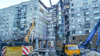 """This handout photograph released by The Russian Emergency Situations Ministry on January 3, 2019, shows excavators taking part in a rescue operation three days after a gas explosion rocked a residential building in Russia's Urals city of Magnitogorsk. - The number of confirmed dead from a New Year's Eve gas explosion in a Russian apartment block jumped to 37 on January 3, as rescuers recovered more bodies from the rubble of the partially collapsed building. (Photo by Handout / The Russian Emergency Situations Ministry / AFP) / RESTRICTED TO EDITORIAL USE - MANDATORY CREDIT """"AFP PHOTO / RUSSIAN EMERGENCY SITUATION MINISTRY"""" - NO MARKETING NO ADVERTISING CAMPAIGNS - DISTRIBUTED AS A SERVICE TO CLIENTS"""
