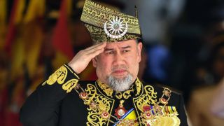 (FILES) This file photo taken on July 17, 2018 shows the 15th king of Malaysia, Sultan Muhammad V, saluting a royal guard of honour during the opening ceremony of the parliament in Kuala Lumpur. - Malaysia's King Sultan Muhammad V has abdicated, a statement from the National Palace said on January 6, 2019. (Photo by Mohd RASFAN / AFP)