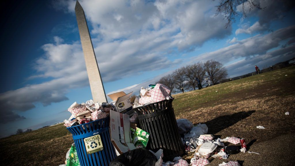 (FILES) In this file photo taken on December 24, 2018 litter spills out of a public dustbin next to the Washington Monument on the National Mall in Washington, DC, as the governemnt shutdown continues. - The closure of parts of the US government will set a record 22 days on January 12, 2019. Meanwhile, on January 11, some 800,000 federal workers who are working without pay or not at all because of the impasse will miss their first paycheck since the shutdown began on December 22, 2018. (Photo by Eric BARADAT / AFP)