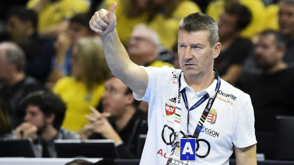 Hungary's coach Istvan Csoknyai gestures during the IHF Men's World Championship 2019 Group D handball match between Hungary and Angola at the Royal Arena in Copenhagen on January 13, 2019. (Photo by Jonathan NACKSTRAND / AFP)