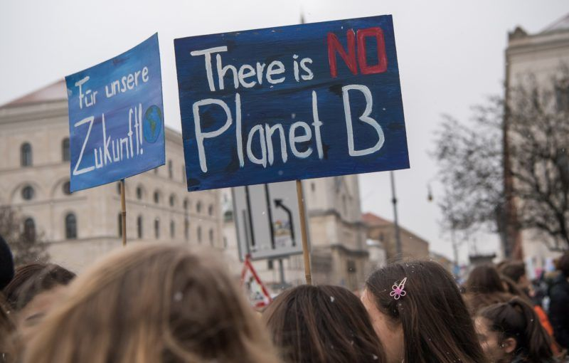 Hundreds of pupils skip school to demonstrate with posters for climate protection in front of the university of Munich, southern Germany on January 18, 2019. - They follow an appeal of Swedish pupil Greta Thunberg, who shot to fame after she began a one-child strike outside the Swedish parliament in summer 2018. (Photo by Peter Kneffel / dpa / AFP) / Germany OUT