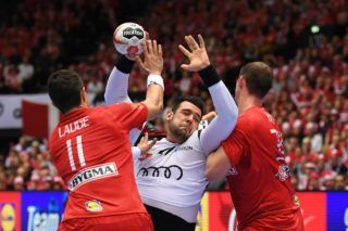 Hungary's Bence Banhidi (C) vies with Denmark's Rasmus Lauge Schmidt (2ndL) during the IHF Men's World Championship 2019 Group II handball match between Denmark and Hungary at the Jyske Bank Boxen arena in Herning on January 19, 2019. (Photo by Jonathan NACKSTRAND / AFP)