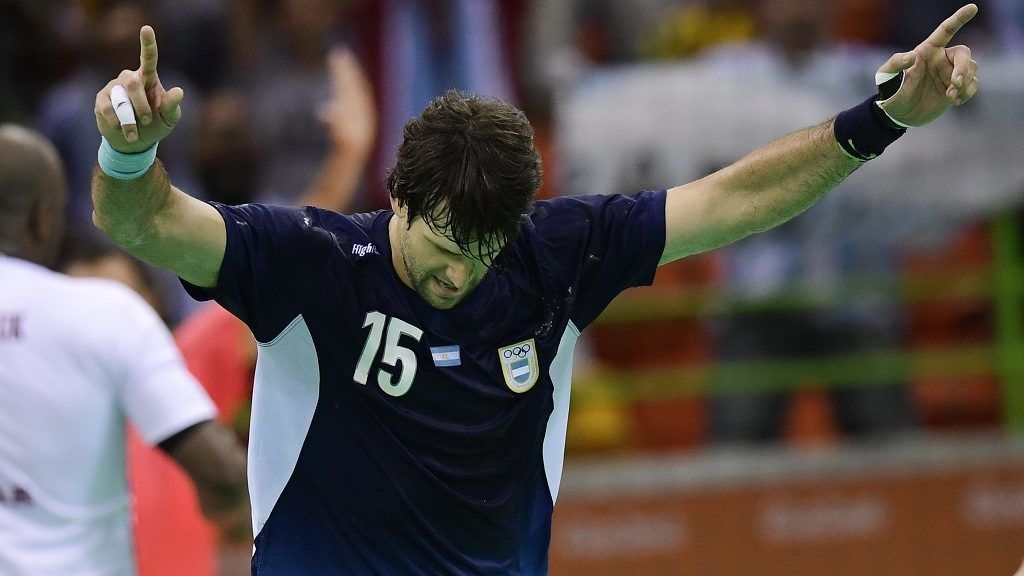 Argentina's pivot Gonzalo Carou celebrates a goal during the men's preliminaries Group A handball match Qatar vs Argentina for the Rio 2016 Olympics Games at the Future Arena in Rio on August 15, 2016. (Photo by JAVIER SORIANO / AFP)