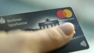 ILLUSTRATION - 22 January 2019, Berlin: A Mastercard credit card is held in the hand. Photo: Fabian Sommer/dpa