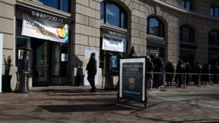 WASHINGTON, USA - JANUARY 22 : People line up outside Chef and activist Jose Andres's food-relief organization World Central Kitchen, which serves free meals and goods to federal workers who have been effected by the partial government shutdown, in Washington, United States on January 22, 2019. Yasin Ozturk / Anadolu Agency
