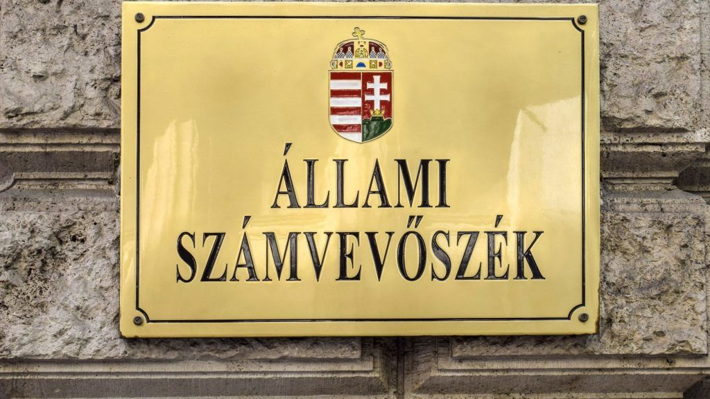Budapest, 2017. október 7. Az Állami Számvevõszék (ÁSZ) cégtáblája az V. kerületi Apáczai Csere János utca 10. szám alatt. MTVA/Bizományosi: Róka László  *************************** Kedves Felhasználó! Ez a fotó nem a Duna Médiaszolgáltató Zrt./MTI által készített és kiadott fényképfelvétel, így harmadik személy által támasztott bárminemû – különösen szerzõi jogi, szomszédos jogi és személyiségi jogi – igényért a fotó készítõje közvetlenül maga áll helyt, az MTVA felelõssége e körben kizárt.