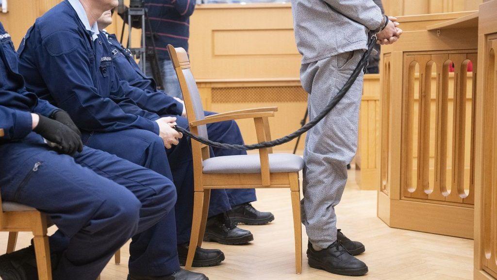 Nyíregyháza, 2019. január 31. A Balla Irma debreceni fideszes önkormányzati képviselõ meggyilkolásával vádolt D. Lajos az ellene nyereségvágyból, különös kegyetlenséggel elkövetett emberölés bûntette miatt indult büntetõper tárgyalásán a Nyíregyházi Törvényszéken 2019. január 31-én. A törvényszék a vádlottat nem jogerõsen tizenöt év fegyházbüntetésre ítélte. MTI/Balázs Attila