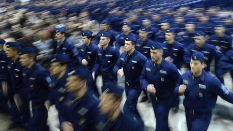 Budapest, 2014. február 22.Rendőrök elvonulnak a rendőr és tűzoltó tiszthelyettesek eskütétele után Budapesten, a SYMA-csarnokban 2014. február 22-én.MTI Fotó: Kovács Tamás