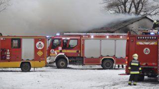 Halásztelek, 2019. január 25. Tûzoltók dolgoznak egy raktárépületben keletkezett tûz oltásán a Pest megyei Halásztelek határában 2019. január 25-én. A körülbelül négyszáz négyzetméter alapterületû raktárépület teljes terjedelmében égett, a tüzet eloltották. Senki sem sérült meg. MTI/Mihádák Zoltán