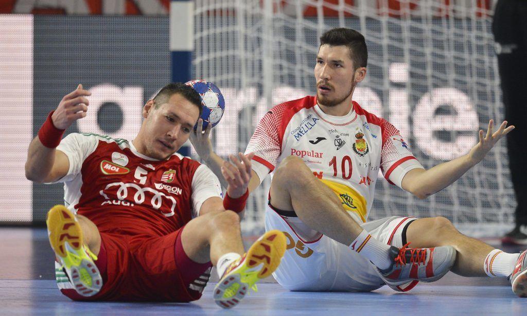 Varasd, 2018. január 15.<br /> Schuch Timuzsin (b) és a spanyol Alex Dujshebaev a horvátországi férfi kézilabda Európa-bajnokság csoportkörének második fordulójában játszott Magyarország - Spanyolország mérkõzésen Varasdon 2018. január 15-én.<br /> MTI Fotó: Illyés Tibor
