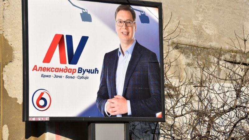 Szabadka, 2017. április 2. A szerb elnökválasztáson induló Aleksandar Vucic hivatalban levõ szerb kormányfõnek, a jobbközép Szerb Haladó Párt (SNS) elnökének kampányplakátja Szabadkán a választás napján, 2017. április 2-án. MTI Fotó: Molnár Edvárd