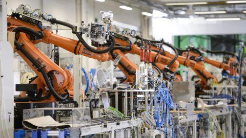 Bercel, 2018. szeptember 28. Gyártósor a NIDEC GPM Hungary Kft. új üzemcsarnokában Bercelen az átadás napján, 2018. szeptember 28-án. A japán tulajdonú autóalkatrész-gyártó üzem beruházása 15 milliárd forintból készült el. MTI Fotó: Komka Péter