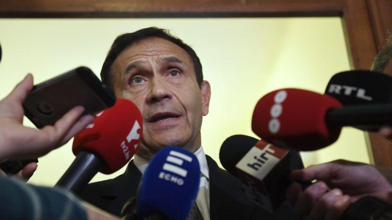 Budapest, 2018. április 20. Gyárfás Tamás volt úszószövetségi elnök és médiavállalkozó nyilatkozik tárgyalása után a Budai Központi Kerületi Bíróság folyosóján 2018. április 20-án. A bíróság lakhelyelhagyási tilalmat rendelt el a Fenyõ János médiavállalkozó meggyilkolásának ügyében felbujtóként meggyanúsított Gyárfás ellen. MTI Fotó: Koszticsák Szilárd