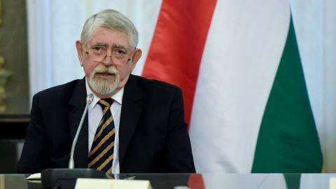 Budapest, 2019. január 14. Kásler Miklós, az emberi erõforrások minisztere sajtótájékoztatót tart az egészségügyben történt változásokról és eredményekrõl az Emberi Erõforrások Minisztériumában 2019. január 14-én. MTI/Koszticsák Szilárd