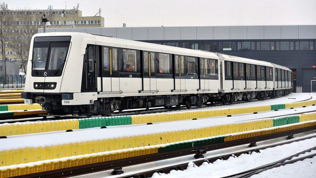 Budapest, 2013. január 14.A francia Alstom Transport cég 4-es metróvonalra gyártott Metropolis elnevezésű szerelvényének prototípusa tesztelésre indul a kelenföldi járműtelepen 2013. január 14-én.MTI Fotó: Máthé Zoltán