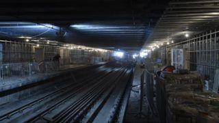 Budapest, 2018. augusztus 30. Munkások dolgoznak az M3-as metróvonal felújítás alatt lévõ Újpest-városkapu állomásánál 2018. augusztus 30-án. A tavaly év végén kezdõdött felújítási munkálatok során megújul a 3-as metróvonal északi szakaszán az Újpest-központ, az Újpest-városkapu, a Gyöngyösi utca, a Forgách utca, az Árpád híd és a Dózsa György út metróállomás. A munkálatok várhatóan 2018 végéig tartanak. MTI Fotó: Máthé Zoltán