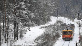 Drégelypalánk, 2019. január 9.Személyvonat Nógrád megyében, a behavazott Drégelypalánk közelében 2019. január 9-én.MTI/Máthé Zoltán