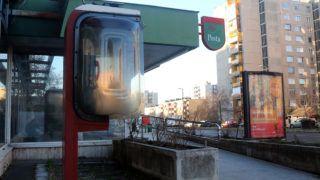 Miskolc, 2018. december 11.Nyilvános telefon Miskolc Avas városrészében, a Szentgyörgy úton 2018. december 11-én. 90 éve, 1928. december 13-án helyezték üzembe az első magyarországi telefonfülkét.MTI/Vajda János
