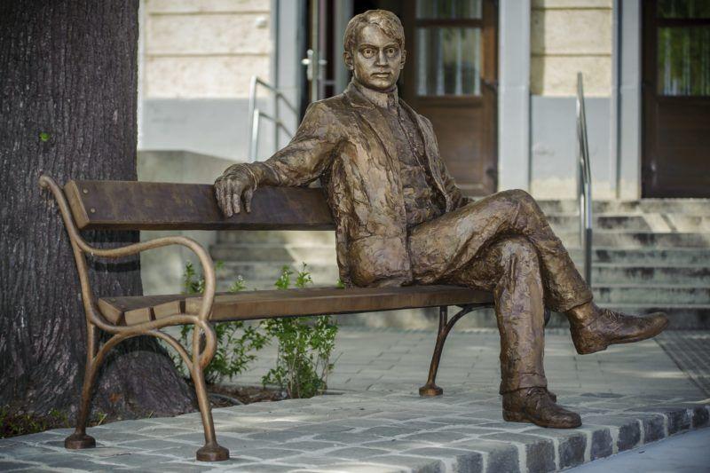 Debrecen, 2016. április 28. Ady Endre szobra a debreceni Ady parkban az avató napján, 2016. április 28-án. A szobor Gyõrfi Ádám szobrászmûvész alkotása. MTI Fotó: Czeglédi Zsolt