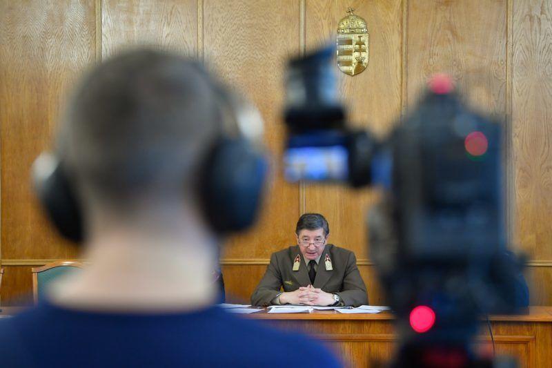 Debrecen, 2019. január 31. Nagy László hadbíró ezredes, a Hajdú-Bihar Megyei Bíróság Katonai Tanácsának elnöke beszél a bûnszövetségben, üzletszerûen elkövetett vesztegetés bûntette miatt indult úgynevezett tábornokper ítélethirdetésén a Debreceni Törvényszék tárgyalótermében 2019. január 31-én. Tizenhárom vádlottat - közülük tizenegyet felfüggesztett - börtönbüntetésre ítélt, négyet felmentett a Debreceni Törvényszék katonai tanácsa a tábornokperként elhíresült ügyben a megismételt elsõfokú eljárásában. MTI/Czeglédi Zsolt