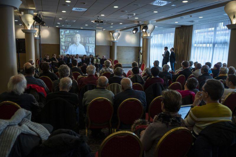 Budapest, 2019. január 26. Bajnai Gordon, volt miniszterelnök videóüzenete Karácsony Gergely, a Párbeszéd fõpolgármester-jelöltje (j2) programbemutató rendezvényén a budapesti Flamenco szállóban 2019. január 26-án. MTI/Mónus Márton