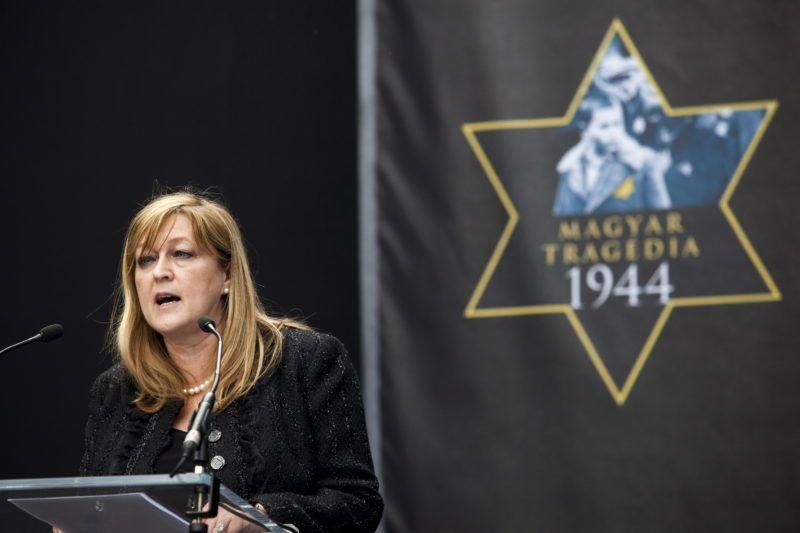 Budapest, 2011. április 17. Schmidt Mária, a Terror Háza Múzeum fõigazgatója beszédet mond a holokauszt magyarországi áldozatainak emléknapja alkalmából, a múzeum megemlékezésén. MTI Fotó: Mohai Balázs