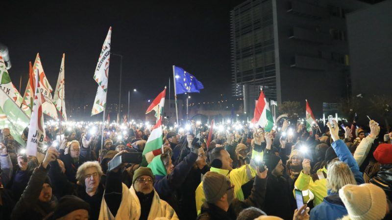 Budapest, 2018. december 17. Kormányellenes tüntetés az MTVA székháza elõtt 2018. december 17-én. MTI/Mohai Balázs