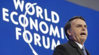 Davos, 2019. január 22. Jair Bolsonaro brazil elnök beszédet mond a Világgazdasági Fórum 49. davosi találkozójának nyitónapján, 2019. január 22-én. A névadó svájci nonprofit alapítvány szervezte négynapos tanácskozáson a világ vezetõ politikai, társadalmi és gazdasági döntéshozói a legégetõbb globális kérdéseket vitatják meg, illetve határozzák meg a jövõre vonatkozó legfontosabb feladatokat. MTI/AP/Markus Schreiber