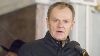 Gdansk, 2019. január 15. Donald Tusk, az Európai Tanács elnöke, az ellenzéki lengyel Polgári Platform (PO) volt elnöke a gyûlölet és erõszak elleni gdanski csendes tüntetésen 2019. január 14-én. Az elõzõ nap megkéselt Pawel Adamowicz gdanski polgármester, a PO tagja a kórházban belehalt sérüléseibe. MTI/AP/Wojtek Strozyk
