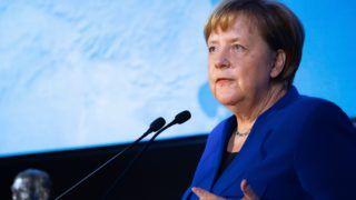 Berlin, 2019. január 28. A Fulbright-díjjal kitüntetett Angela Merkel német kancellár köszönõbeszédet mond a díj átadóünnepségén Berlinben 2019. január 28-án. A Fulbright-program díját 1993 óta ítélik oda olyan személyeknek vagy szervezeteknek, akik vagy amelyek kiemelkedõen járultak hozzá a népek, kultúrák vagy nemzetek közötti kölcsönös megértéshez. A nemzetközi kutatói ösztöndíj- és oktatási csereprogramot J. William Fulbright amerikai szenátor alapította 1946-ban. MTI/EPA/Hayoung Jeon