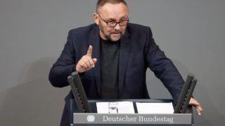Berlin, 2019. január 8. 2018. február 22-én készült kép Frank Magnitzról, a legnagyobb német ellenzéki párt, a jobboldali Alternatíva Németországnak (AfD) brémai tartományi vezetõjérõl beszéde közben a német parlamenti alsóház, a Bundestag üléstermében. Magnitzot 2019. január 7-én Bréma belvárosában három, maszkot viselõ férfi megtámadta. A politikus kórházi ápolásra szorul. MTI/EPA/Hayoung Jeon