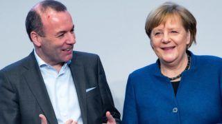 Potsdam, 2019. január 14. Manfred Weber, az Európai Néppárt, az EPP frakcióvezetõje és csúcsjelöltje az európai parlamenti választásokon és Angela Merkel német kancellár a kormányzó német Kereszténydemokrata Unió, a CDU elnökségének kétnapos potsdami ülésén 2019. január 14-én. MTI/EPA/Hayoung Jeon