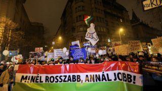 A Magyar Kétfarkú Kutya Párt demonstrált a fővárosban