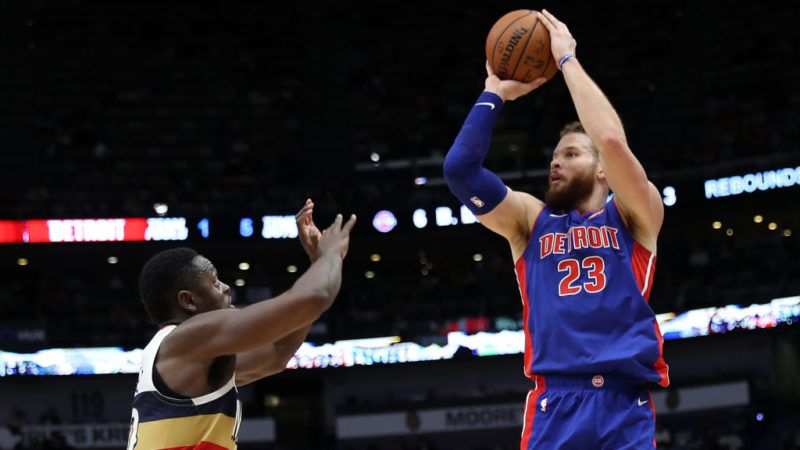 NEW ORLEANS, LOUISIANA - JANUARY 23: Blake Griffin #23 of the Detroit Pistons shoots the ball over Julius Randle #30 of the New Orleans Pelicans at Smoothie King Center on January 23, 2019 in New Orleans, Louisiana.  NOTE TO USER: User expressly acknowledges and agrees that, by downloading and or using this photograph, User is consenting to the terms and conditions of the Getty Images License Agreement. (Photo by Chris Graythen/Getty Images)