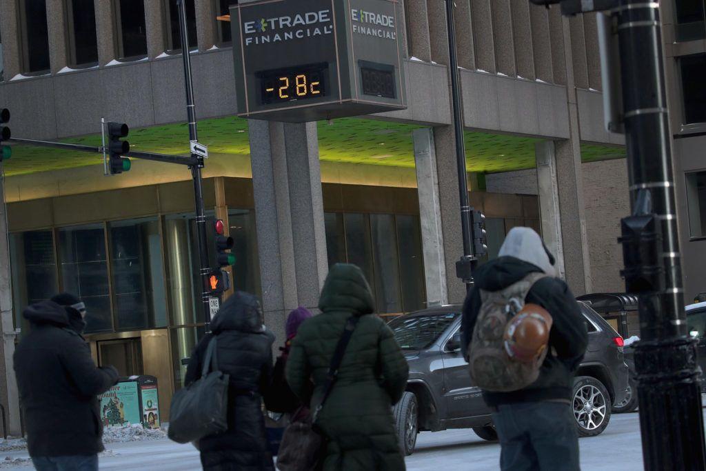 -28 fokot mutat egy utcai visszajelző ChicagobanFotó: Scott Olson/Getty Images