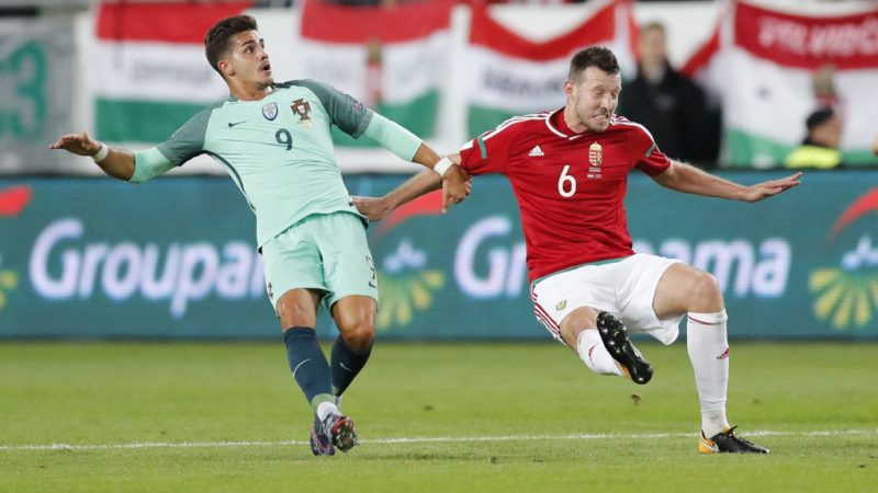 BUDAPEST, HUNGARY - SEPTEMBER 3: Akos Elek (R) of Hungary and Andre Silva (L) of Portugal in action during the FIFA 2018 World Cup Qualifier match between Hungary and Portugal at Groupama Arena on September 3, 2017 in Budapest, Hungary. (Photo by Laszlo Szirtesi/Getty Images)