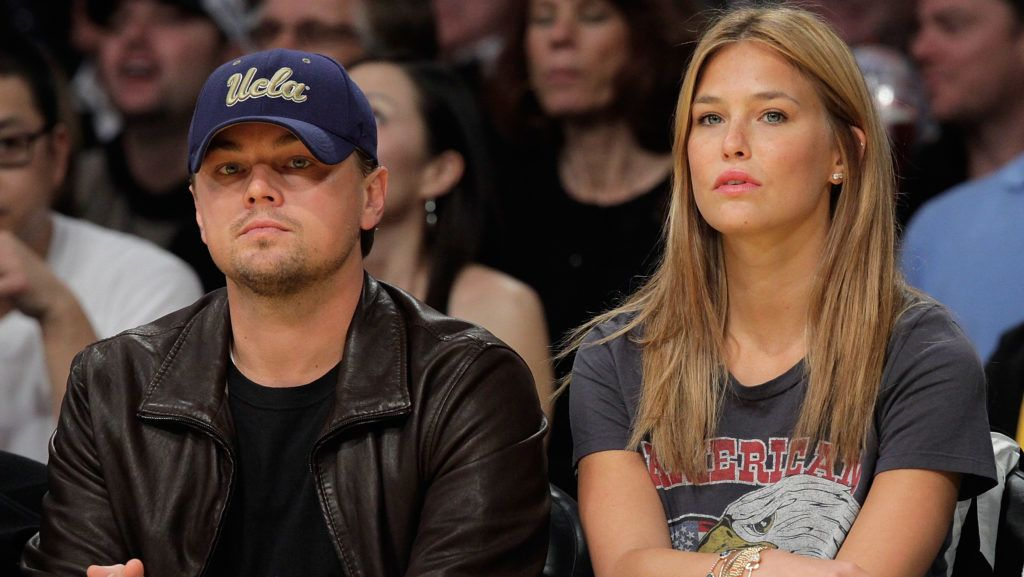 LOS ANGELES, CA - JANUARY 18:  Leonardo DiCaprio (L) and Bar Refaeli (R)  attend a game between the Orlando Magic and the Los Angeles Lakers at Staples Center on January on January 18, 2010 in Los Angeles, California.  (Photo by Noel Vasquez/Getty Images)