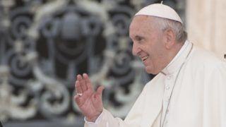 Vatikánváros, 2018. szeptember 19. Ferenc pápa a hívõket üdvözli heti általános audienciáján a vatikáni Szent Péter téren 2018. szeptember 19-én. (MTI/EPA/Maurizio Brambatti)