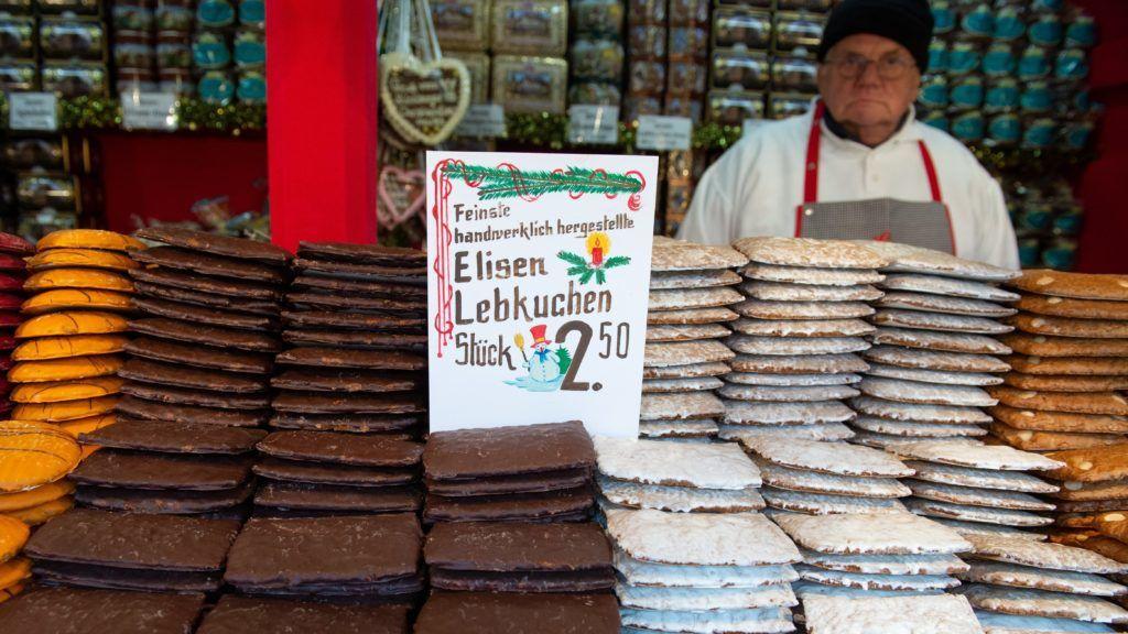 Nürnberg, 2018. november 30. Mézeskalácsok sorakoznak a nürnbergi karácsonyi vásár egyik standján 2018. november 30-án. MTI/EPA/Timm Schamberger