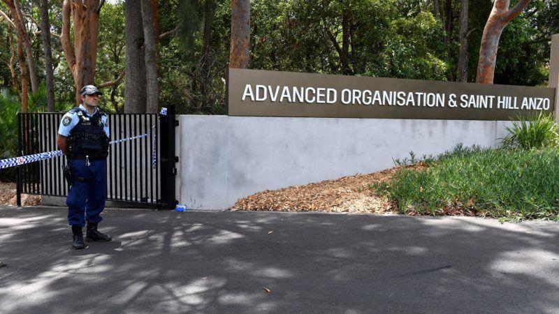 Sydney, 2019. január 3. Új-dél-walesi rendõr a chatswoodi szcientológiai egyház központjában elkövetett kettõs késelés helyszínén Sydneyben 2019. január 3-án. MTI/EPA/AAP/Mick Tsikas