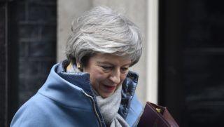 London, 2019. január 9. Theresa May brit miniszterelnök távozik otthonából Londonban 2019. január 9-én. A brit parlament alsóházában ezen a napon folytatódik a vita az Egyesült Királyság európai uniós tagsága megszûnésének feltételrendszerérõl. MTI/EPA/Neil Hall